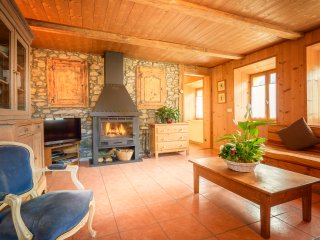 Chalet Les Glycines - in the village centre