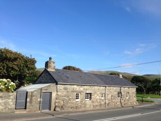 Hwylf'a Groes Traditional Stone Cottage, Sea View