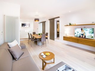 Valentino Luxury apartment in Piazza di Spagna South with WiFi, integrated air c