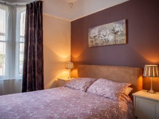Stunning Apartment 32 Bootham York. Sleeps up to 5 people. Free parking.