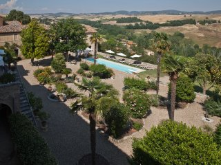 8BDR Historic villa in the  Crete Senesi walking to a village : view,pool,garden