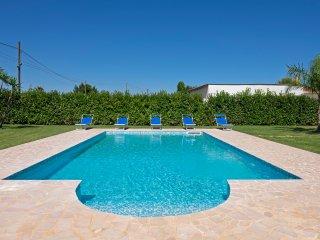 Villa Blu - pool - beach umbrella at private beach included