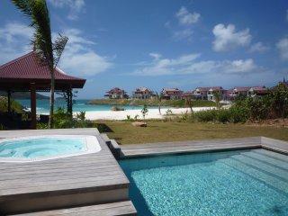 Luxury B&B Beach Villa with private pool, Isla de Eden