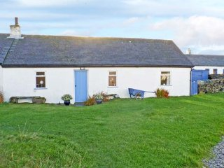 33 EASDALE ISLAND, pet-friendly, with a garden in Oban, Ref 936252