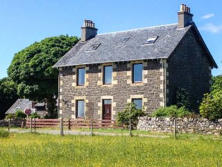 DOIRLINN HOUSE, detached, woodburner, pet-friendly, four of five bedrooms en-sui