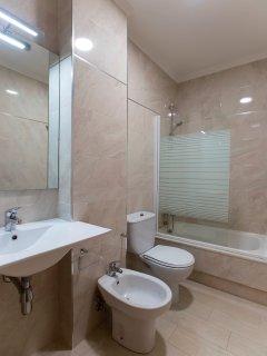 Cuarto de baño de uno de los apartamentos.
