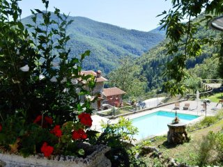 Borgo Mulino, Casa Grande, unique setting, private pool,  mountain views WIFI