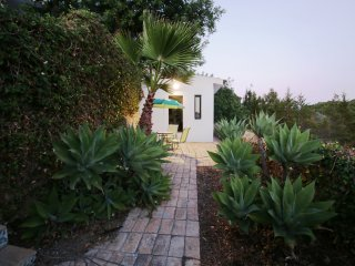 T-1 Apartment-Cottage with pool, only 500m to Beach,Golf view, relaxing, quiet.