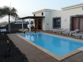 confort y familiar villa con piscina y parque, Playa Blanca