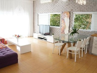 Luxury Sea View Apartment, 2 min walking to the beach