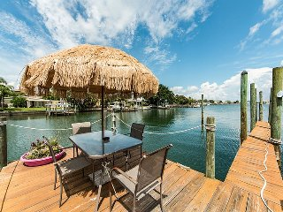 Waterfront 3 bedroom with private pool table!, Clearwater