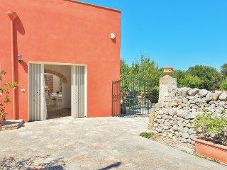 La Corte - Apulia typical house. Big garden., San Vito dei Normanni