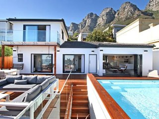 Stunning Sea-Facing Camps Bay Villa - La Mode