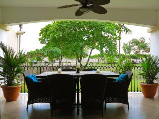 BeachFRONT Deluxe 3- Bed Condo Directly on Beach