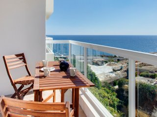 Modern Seafront Apartment with Amazing Ocean Views, Sliema