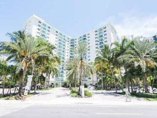 ONE BEDROOM UNIT AT HOLLYWOOD BEACH