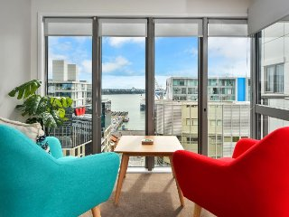 Modern Britomart Apartment with Carpark and Views of Auckland Harbour, Auckland Central