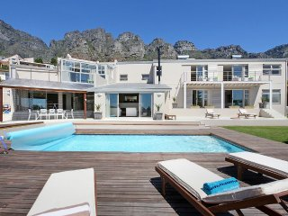 Spacious Sea-Facing Camps Bay Villa - Amber Place
