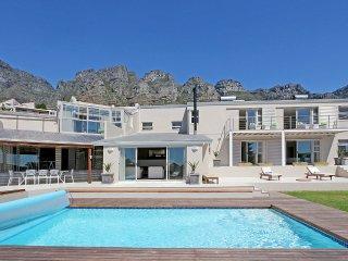 Spacious Sea-Facing Camps Bay Villa - Villa Sublime