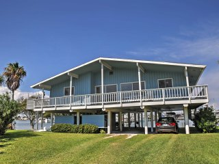 3BR Waterfront Key Allegro Home w/Amazing Views!, Rockport