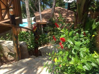 2 BEDROOM FANTASTIC Palapa Deck with Grills/Big Screened Porch Boathhouse Villa