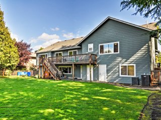 Remodeled Portland Home w/Spacious Yard & Deck!