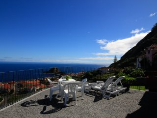 Casa das Escaleiras.  Gorgeous sea view, WiFi, Porto Moniz