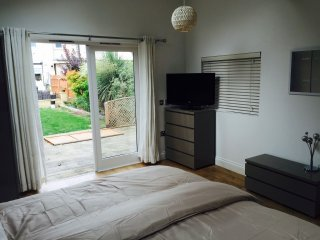 Self Contained Cabin - Fast Trains to London, West Wickham