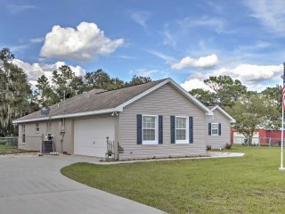 3BR Dunnellon House w/Private Fenced Yard