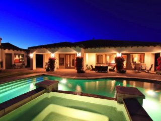 'Oasis' Private Pool & Spa, Outdoor Fireplace/TV, Foosball, Detached Casita, La Quinta