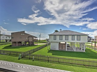 'Olive Arg's' 2BR Galveston Townhome w/Views!