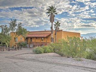 Tucson Getaway w/Deck + Mtn Views 12Mi to Downtown