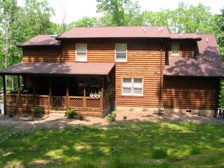Tree-Tucked Chalet / Cabin near Lake Lanier, Landrum