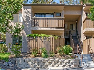 1BR Chic San Diego Condo in Scripps Woods – Easy Downtown Access