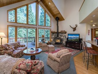 Spacious & Sunny Tahoe Donner Home - Enjoy Access to 5-Star Amenities