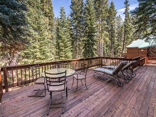 4BR, 4BA Tahoe Donner Snow Globe Home - Access to 5-Star Amenities