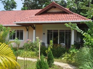 "Cosy Villa Cottage ""L3"" close to Andaman Sea, Ko Lanta"