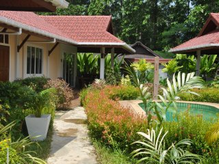 "Cosy Villa Cottage ""L4""  close to Andaman sea, Ko Lanta"