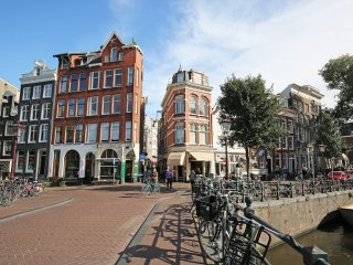 Amsterdam XVIII century Canal House: BEST LOCATION