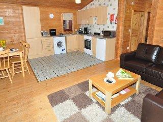 STRAT Log Cabin in Loch Ness, Inverness
