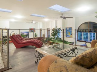 The Penthouse. 5 Bedroom Huge 360 sq mtrs living, Port Douglas