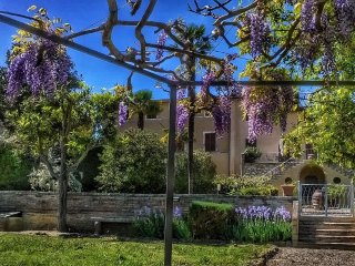 8 BDR Historic Villa in a village close to Montalcino: garden,pool,WiFi