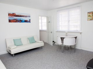 Sunnyside, Back Road East - Fisherman's Loft in St Ives - Sleeps 4
