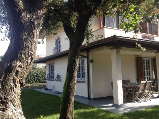 Nice and modern house with garden, beach 1km. 6px, Forte Dei Marmi