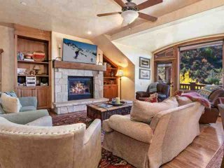 Arrowhead Alpine Club Condo, YR Rnd Hot Tub & Heated Pool, AC in Summer, Ski In/Ski Out in Winter!, Edwards