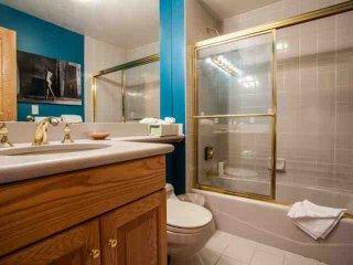 Beaver Creek Lodge Condo, YR Pool & Hot Tub, Steps to Village, Shopping