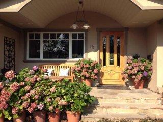 Beautiful Larkspur Home In Desirable Flat Neighborhood