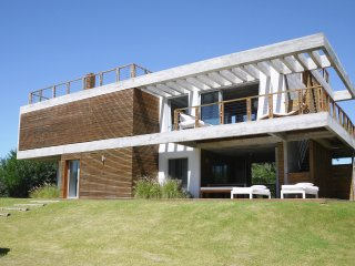 Modern beach house with beautiful ocean views, Jose Ignacio