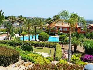 2 bed 2 bath apt. Lovely Pool, Gardens. Indoor pool, Sauna, free WIFI. Benahavis