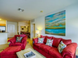 LUXURIOUS AND SPACIOUS 2 BEDROOM, 2 BATHROOM APARTMENT, Santa Monica